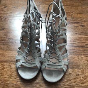 Pour la victorie grey heels